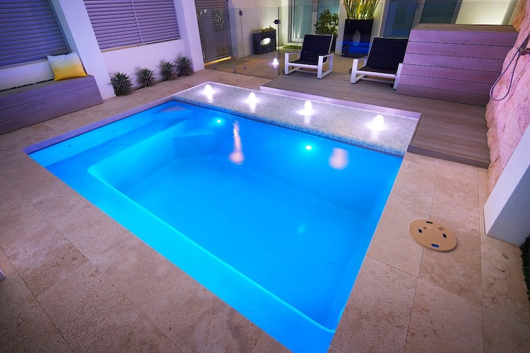 4.2mx2.6m-Billabong-slimline-plunge-pool-1