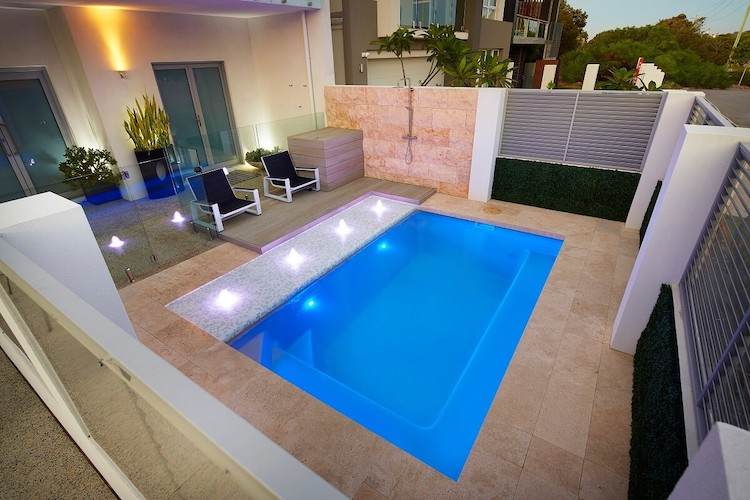 4.2mx2.6m-Billabong-slimline-plunge-pool-2