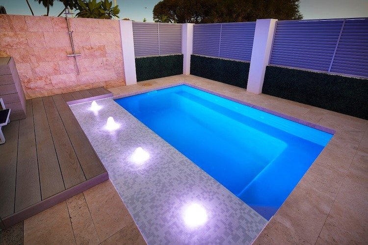 4.2mx2.6m-Billabong-slimline-plunge-pool-5